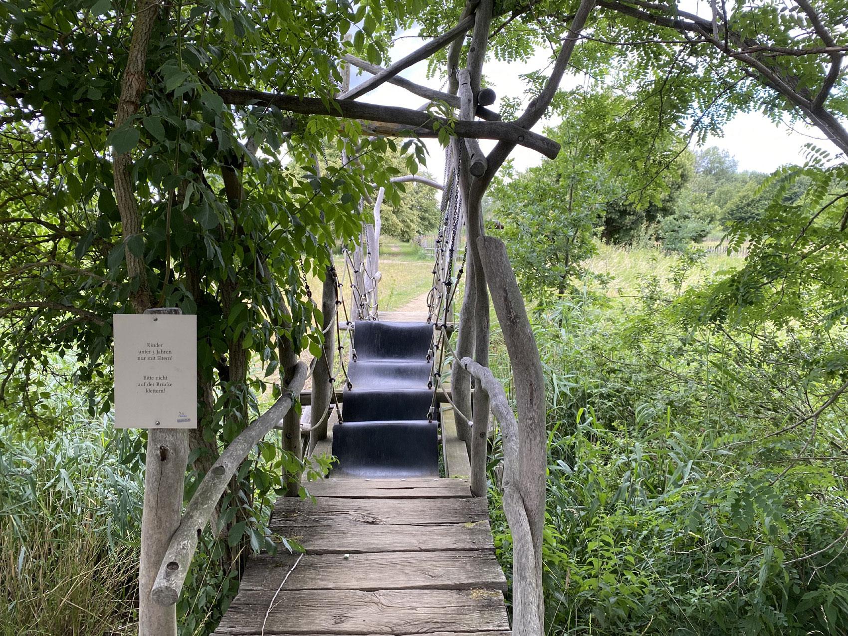 Wackelbrücke Aussenanlage Blumberger Mühle