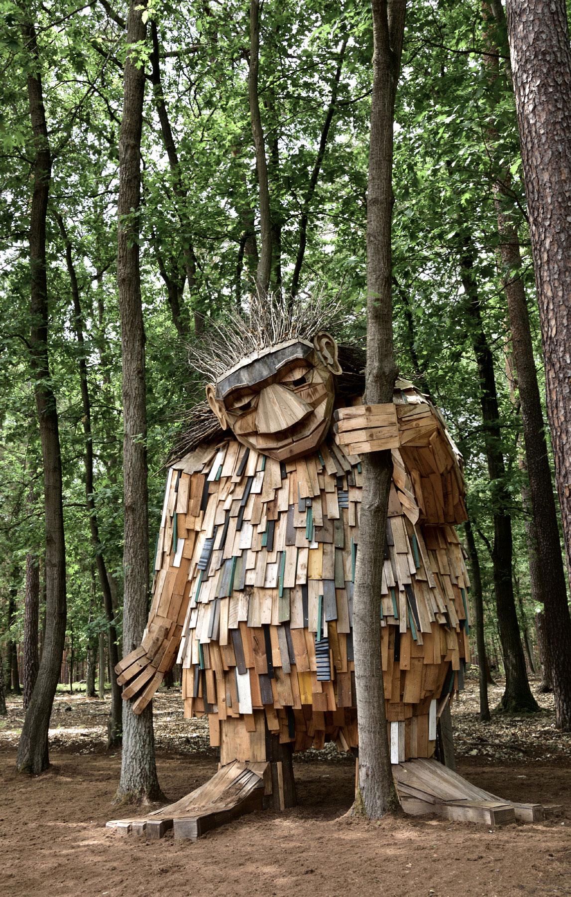 Waldwesen Waldemar im Barfußpark Beelitz